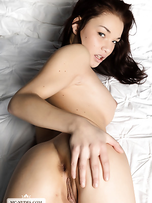MC-Nudes  Nici Dee  Young, Legs, Solo, Softcore, Teens, Erotic, Beautiful